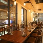 2Fテーブル席5名様ずつ向かい合って座れるテーブル席となってます♪合コンはもちろん、会社での打ち上げや学校での飲み会はもちろん様々なシーンでお使いできます【梅田#居酒屋#個室#宴会#誕生日#ランチ#食べ放題#飲み放題#肉寿司#ユッケ寿司#チョアチキン#野菜巻き串】