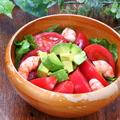 料理メニュー写真海老とアボカドのリコピンサラダ