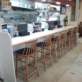 厨房沿いカウンター席