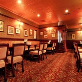 こちらのお席は最大で55名様迄の大人数での宴会が可能なお席です。ROSE&CROWN新宿NSビル店一の大きな個室です。入口のみカーテンで仕切らせて頂くお席ですので完全個室のように他のお客様を気にされることなく宴会・パーティをお楽しみ頂けます。新宿、西新宿での大人数での宴会ならお任せください。