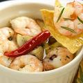 料理メニュー写真小海老とマッシュルームのガーリックオイルで煮込み