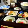 """料理メニュー写真【夜】季節の旬食材を彩りよく使用した""""夜の松花堂弁当"""""""