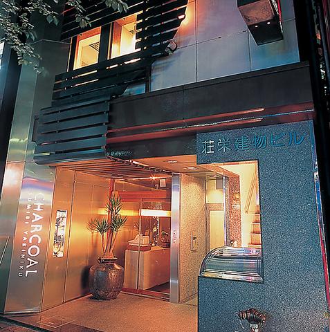 東京駅・日本橋駅徒歩3分!デザイナーが手掛けた店内で、高級肉をリーズナブルに。