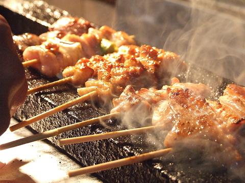 職人が拘りの炭で一本一本丁寧に焼き上げる絶品串焼きが食べられるお店。