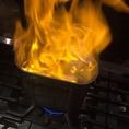 ~白ダシの作成~追い鰹により作成する白ダシ。調理過程で炎が上がります。お見せ出来ないのが残念!750円(税抜)~
