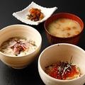 料理メニュー写真鮭とイクラの親子丼 または 色々キノコの雑炊