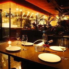 テーブル席【3名様~4名様】ゆったりとしたソファ席はシーン問わず記念日のお祝いや会社のご宴会にも楽しみいただけます