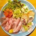 料理メニュー写真フレンチ前菜の盛り合わせ