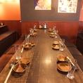 ◆博多の居酒屋を再現したお席☆活気のある店内でお料理とお酒をお愉しみください♪◇当店では、お客様にゆったり寛いでいただく事を一番に考えた席・内装を心がけております。時間を気にせず、お料理とお酒をお愉しみください♪