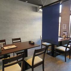 【テーブル4名様×2】感染症対策も万全!少人数でお楽しみいただけるテーブル席。お席を合わせて最大8名様までご利用いただけます♪