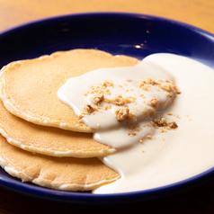 料理メニュー写真マカダミアソースパンケーキ