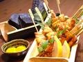 料理メニュー写真県産越の鶏串焼き