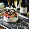 誕生日・記念日・お祝いでのご利用のお客様に幸せを呼ぶティアラのメッセージ付きケーキをプレゼント致しております。