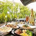 テラス席で優雅にお食事♪春~秋は特におすすめ!
