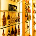【各地から取り揃えた銘酒の数々】日本酒や焼酎にもこだわりアリ!日本各地から厳選した銘酒を種類豊富に取り揃えました。お好みのお料理に合わせて愉しみたい、色々な種類のお酒を飲み比べてみたい…そんなお酒好きのお客様にピッタリのラインナップとなっております。お好みの地酒を発見してみてはいかがでしょうか!