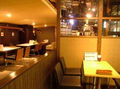 【2階】ランチでも大人気Japorama&Barongはテーブル席も完備