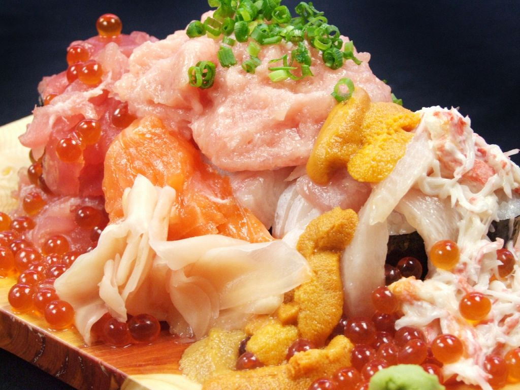 某TVで放送されてから注文殺到中の名物『ぶっかけ寿司こぼれ盛り』は1260円♪お得なクーポンも…!?