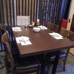 テーブル4名席×2席