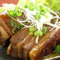 料理メニュー写真ラフティー(豚バラ皮付きの角煮)