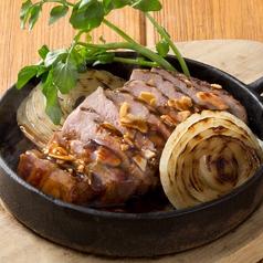 料理メニュー写真デミソースで食べる氷温熟成豚のトンテキ