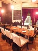 レイアウトが変化できますので、6名様から10名様程の中団体のお客様にもごゆるりとお過ごしいただkます。会社の集まりやご友人・ご家族の食事会にと幅広くご利用いただいてます。