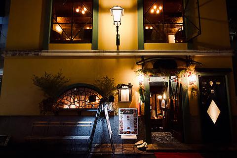 表参道裏路地に佇む隠れ家レストラン。イタリアの路地裏にあるような雰囲気ある一軒家