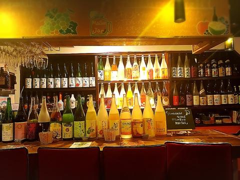 一人でも気軽に入れるお店。 果実酒40種類以上。