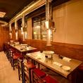 【2階はテーブル席:48名様まで】地下鉄銀座線神田駅南口から徒歩1分!駅近でフロア貸切行っている焼肉店です。貸切宴会にも適した各種コースをご用意しております。2階、3階と貸切可能ですので、お気軽にご相談下さい。また、フロア貸切の最小人数に関しましては、店舗までお問い合わせください。