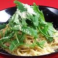 料理メニュー写真とろ~り温玉のせナポリタン/厚切りベーコンの和風カルボナーラ