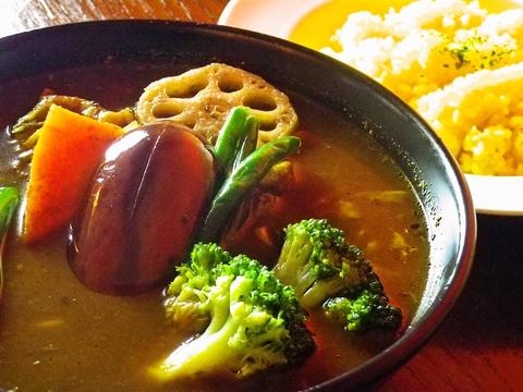 美味しくヘルシーなスープカレーは、豊富な種類に選べる辛さ。子供でも食べられる味。