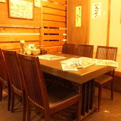 落ちる気のある雰囲気のテーブル席