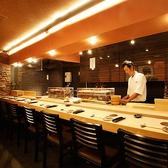 プロの料理人を前にしながら、美味しいお寿司を堪能いただけます。