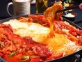 ■小倉では珍しい【チーズデジカルビ】が食べられる!肉厚の豚肉と二種類のチーズが濃厚に絡み合う今話題の韓国料理が遂に登場!男女問わず人気のチーズデジカルビを是非ご堪能ください♪女子会や会社宴会、各種宴会におススメ♪