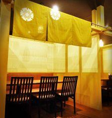和食屋さんを思わせる暖簾で仕切りの個室♪