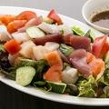 料理メニュー写真港特製海鮮サラダ