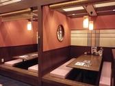 半個室風の掘りごたつ席はプライベート感覚で利用できる。