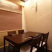 2~4名様でもご利用可能なテーブル席もご用意しております。仲間内での会食にオススメです。