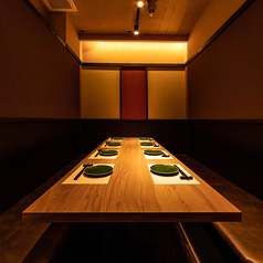 四辺はしっかりと仕切られている完全個室となっております。和情緒漂う個室空間でのご宴会をお楽しみ頂けます。ご宴会は、2H飲み放題付3000円(税抜)~お値段別に各種ご用意しております。南越谷での各種宴会に◎!