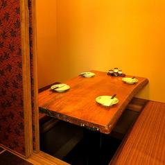 少人数からご利用可能な掘り炬燵式個室を完備!!接待や食事会にも最適です!!