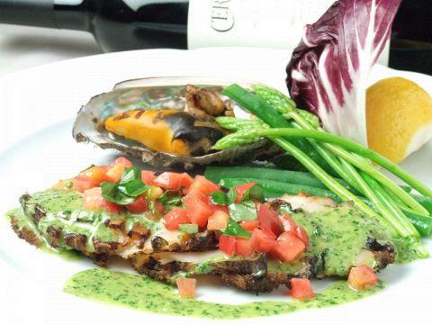 各お料理に使用されている素材は四季折々の産地直送のもの等、素材本来の味を大切にしております。