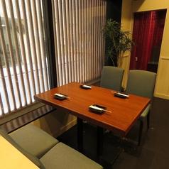 2名様~4名様用のテーブル席は各種宴会に最適。