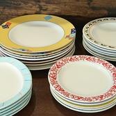 お皿にだってこだわりが♪ミラノで購入したお皿はカラフルで品がある♪どんなお皿に乗ってお料理が運ばれてくるのかもウシータの楽しみ方の1つです。