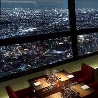 高層階の大きな窓から眺める景色も合わせてご堪能下さい