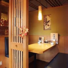 和空間の落ち着ける半個室は、少人数様でも気軽に個室感覚でご利用頂けます。(写真は系列店)