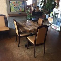 4名様でご利用いただけるテーブル席。