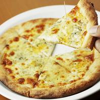4種のチーズピッツァ ハチミツを添えて
