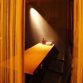 仕切りのある半個室席は周りの目を気にせずお食事をお楽しいただけます。