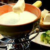 【人気のチーズフォンデュ】パンや野菜を濃厚なチーズにつけてお召し上がりください♪