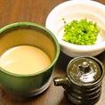 秘伝の自家製つけだれ【濃厚胡麻ダレ】香ばしい胡麻とナッツをペーストになるまで挽き、マイルドに仕上げてあります。ラー油でまた違った味をお試しください。