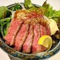 料理メニュー写真ローストビーフ丼(レギュラーサイズ)